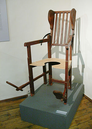 Birthing chair - Birthing chair with foot placements