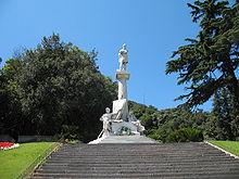 Monumento a Giuseppe Mazzini, accanto a Palazzo Doria-Spinola, sede della Prefettura, a piazza Corvetto (Genova)