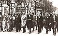 Georges Dardel défile avec Marceau Pivert.jpg