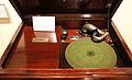 Grammofono victor victoria del 1922, museo caruso 02.JPG
