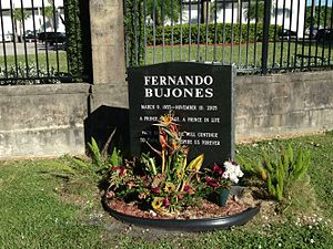 Fernando Bujones - Grave in Caballero Rivero Woodlawn Park North Cemetery and Mausoleum, Miami, Florida.