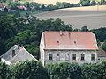 Hýsly - pohled na Moštěnský zámek z Johanky.JPG