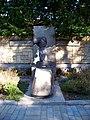 Hřbitov Malvazinky, padlým hrdinům 1945.jpg