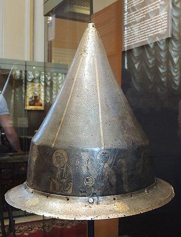Шлем, вторая половина XIVв. (Оружейная палата). Возможно, был сделан греческими мастерами для Дмитрия Донского
