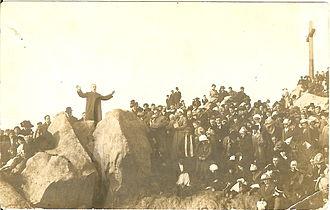 Henry van Dyke Jr. - Henry van Dyke offering prayer at the 1913 Easter Sunrise Services in Riverside, California, atop Mount Rubidoux