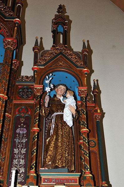 Statu vum Hellegen Antonius um Héichaltor an der Kierch zu Hiefenech.