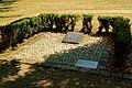 Hof, D-4-64-000-219, Gedenkplatte fuer die in Hof gestorbene franzoesische Soldaten, Bild03.jpg