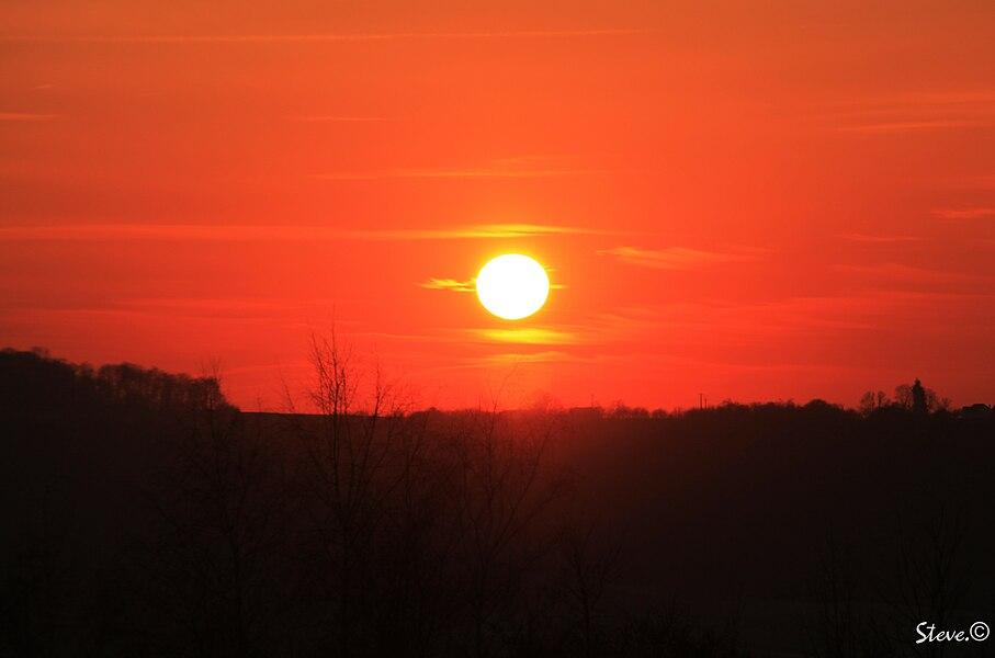 Coucher de soleil pris un 11 fevrier 2012 a Monampteuil (02) alors que les temperature avoisinait -10° - Steve.© -