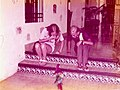 Hotel Mayaland Chichen Itza Junio 1973 - Siblings and parrot 2.jpg