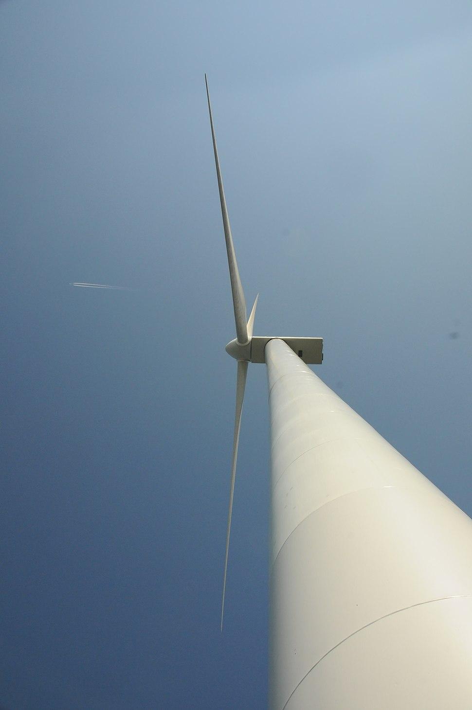 Hull 1 wind turbine 2841556907 999fa242f6 o