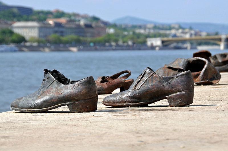 Zapatos a orillas el Danubio