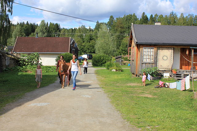 Hurdal Økolandsby ecovillage with a horse, Norway. (2013), Photo by Øyvind Holmstad. https://commons.wikimedia.org/wiki/File:Hurdal_ecovillage_with_a_horse.JPG