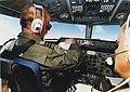 In de cockpit van een Fokker F-27 Maritime raadpleegt een luitenant-kolonel-vlieger zijn papieren.jpg