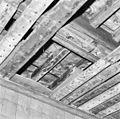 Interieur eerste verdieping- detail beschilderde balklaag achterkamer - Brielle - 20267648 - RCE.jpg