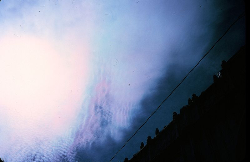File:Irisation or iridescence in super-cooled cloud - NOAA.jpg