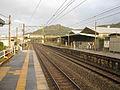 JRKyushu-Nagasaki-main-line-Hizen-fumoto-station-platform-20091101.jpg