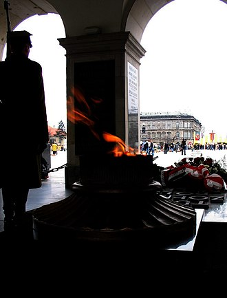 Tomb of the Unknown Soldier (Warsaw) - Eternal flame and honor guard.