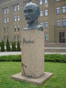 Janis Rainis bust in Daugavpils2.JPG
