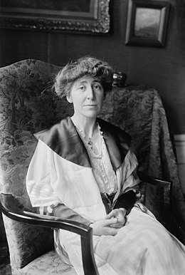 Jeannette Rankin, Bain News Service, facing front.jpg