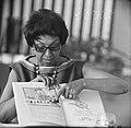 Josephine Baker in Kasteel Les Milandes J B met boek, Bestanddeelnr 912-6496.jpg