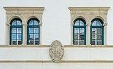 Köttmannsdorf Hollenburg Burghof Bifora und Allianzwappen Dietrichstein-Starhemberg 13072018 5996.jpg