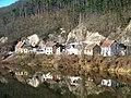 Karlštejn, Budňany, domky podél řeky.jpg