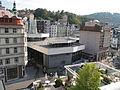 Karlovy Vary, Vřídelní kolonáda od zámku.JPG
