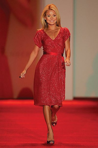 File:Kelly Ripa, Red Dress Collection 2007.jpg