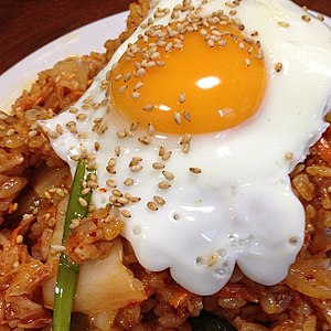 Chahan (dish) - Kimchi chahan topped with a cooked egg