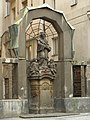 Klášter trinitářů - areál fary s kostelem Nejsv. Trojice (Nové Město), Praha 1, Spálená 6, Nové Město - socha Jana Nepomuckého.JPG