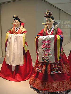 Hwarot - Image: Korean.costume Hanbok wedding.bride 01