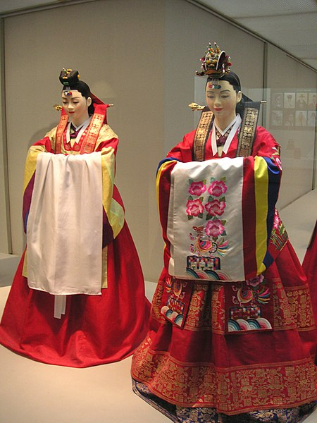 File:Korean.costume-Hanbok-wedding.bride-01.jpg