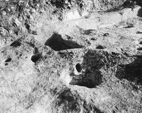 Kultplatsen under grav 1 från norr. Paleoskoutella - SMVK - C01407.tif