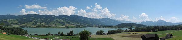 Lac de Gruyère01 2015-06-04.jpg