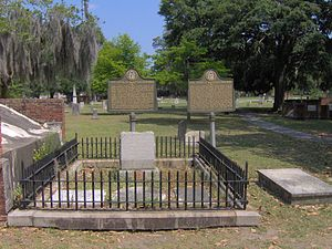 Lachlan McIntosh - The grave of Lachlan McIntosh at Colonial Park