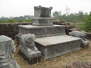 Đức Thắng - The tomb