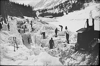 Winter of Terror - Clearing the road from Zernez to Brail