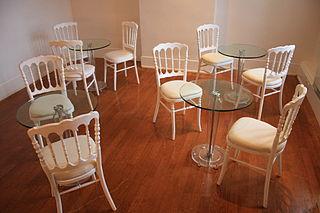 File le salon des miroirs tables and for Miroir original salon