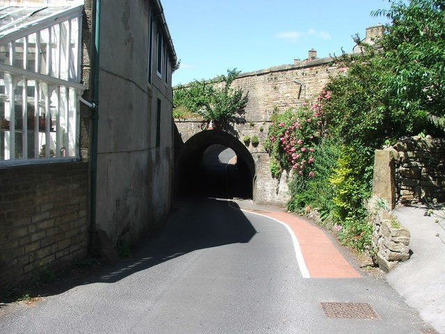 Leeds and Liverpool Canal at Kildwick. - geograph.org.uk - 201380