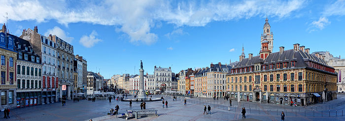 Photo panoramique de la place.