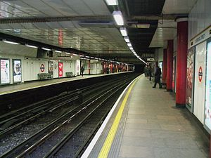 Liverpool Street tube stn Circle line look clockwise2.JPG