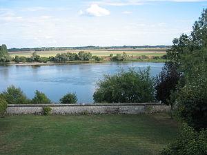 Meung-sur-Loire - Image: Loire meung sur loire