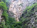 Longxia-Schlucht Höhle mit Sarg.JPG