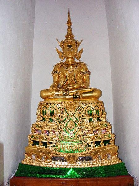 File:Luang Pho Phra Fang Songkhrueang in Ubostha.jpg