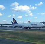 Lufthansa 747-400.jpg