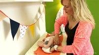 File:Luier verschonen - Handig filmpje hoe je een baby moet verschonen!.webm