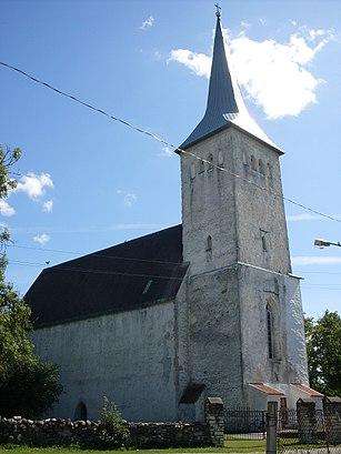 Kuidas ühistranspordiga sihtpunkti Märjamaa Maarja Kirik jõuda - kohast