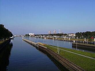 Maasbracht - Image: Maasbracht, stadszicht bij Julianakanaal 2007 09 22 17.10