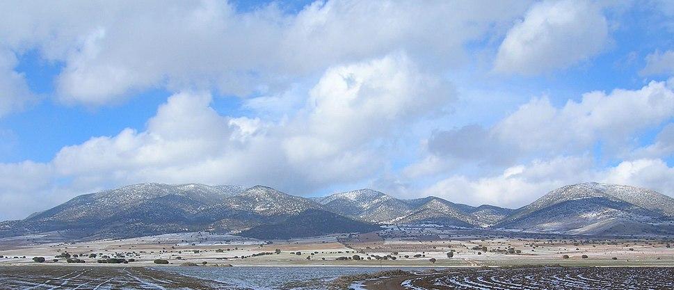 Macizo de Revolcadores, Moratalla, Murcia, España, cara sur, desde poco antes de Cañada de la Cruz