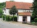 Maisbach, Ortsmitte mit Dorfbrunnen.jpg